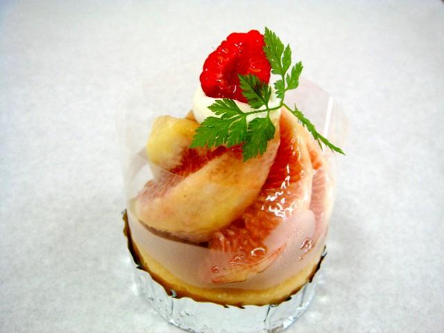 *いちじくのタルト*アーモンドクリームのタルトに季節のフルーツいちじくをたっぷりのせました。