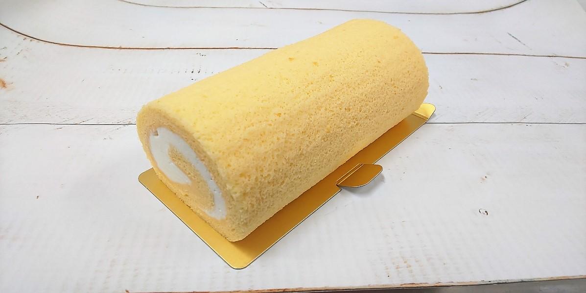 *ピュアロール**期間限定の冷凍での販売商品です。米粉入りのふんわり生地に甘さすっきりのクリームがたっぷり。半解凍でアイスケーキのように食べるのもおすすめですよ。 冷凍10日間解凍後2日間の消費期限です。\1100(税込)