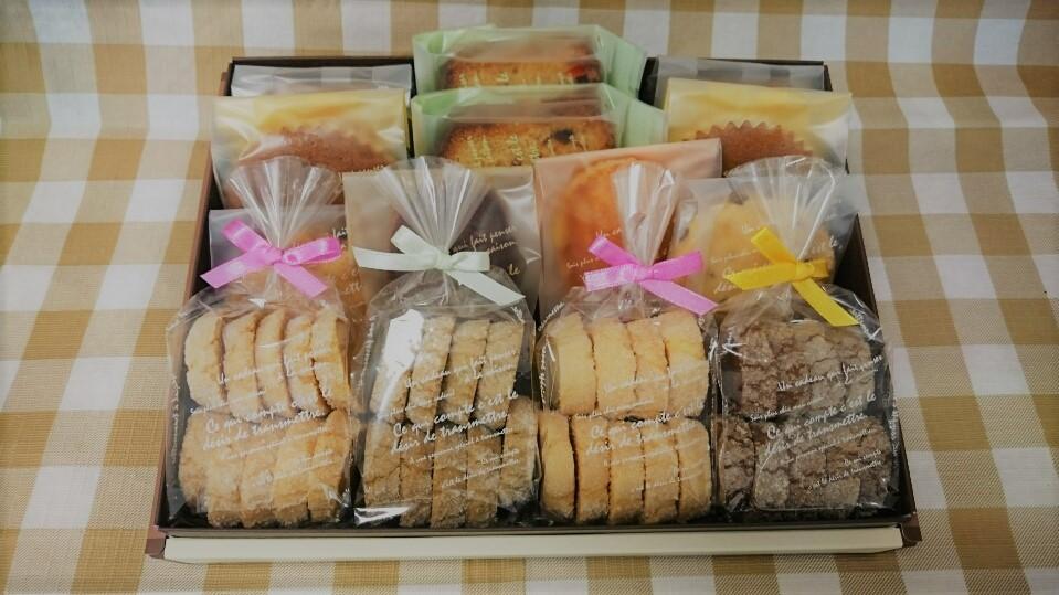 <H1>焼き菓子詰め合わせ(L)</H1>  3380円/クッキー4袋。焼き菓子10個入り