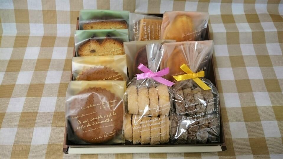 <H1>焼き菓子詰め合わせ(M)</H1>   2230円/クッキー2袋・焼き菓子8個入り