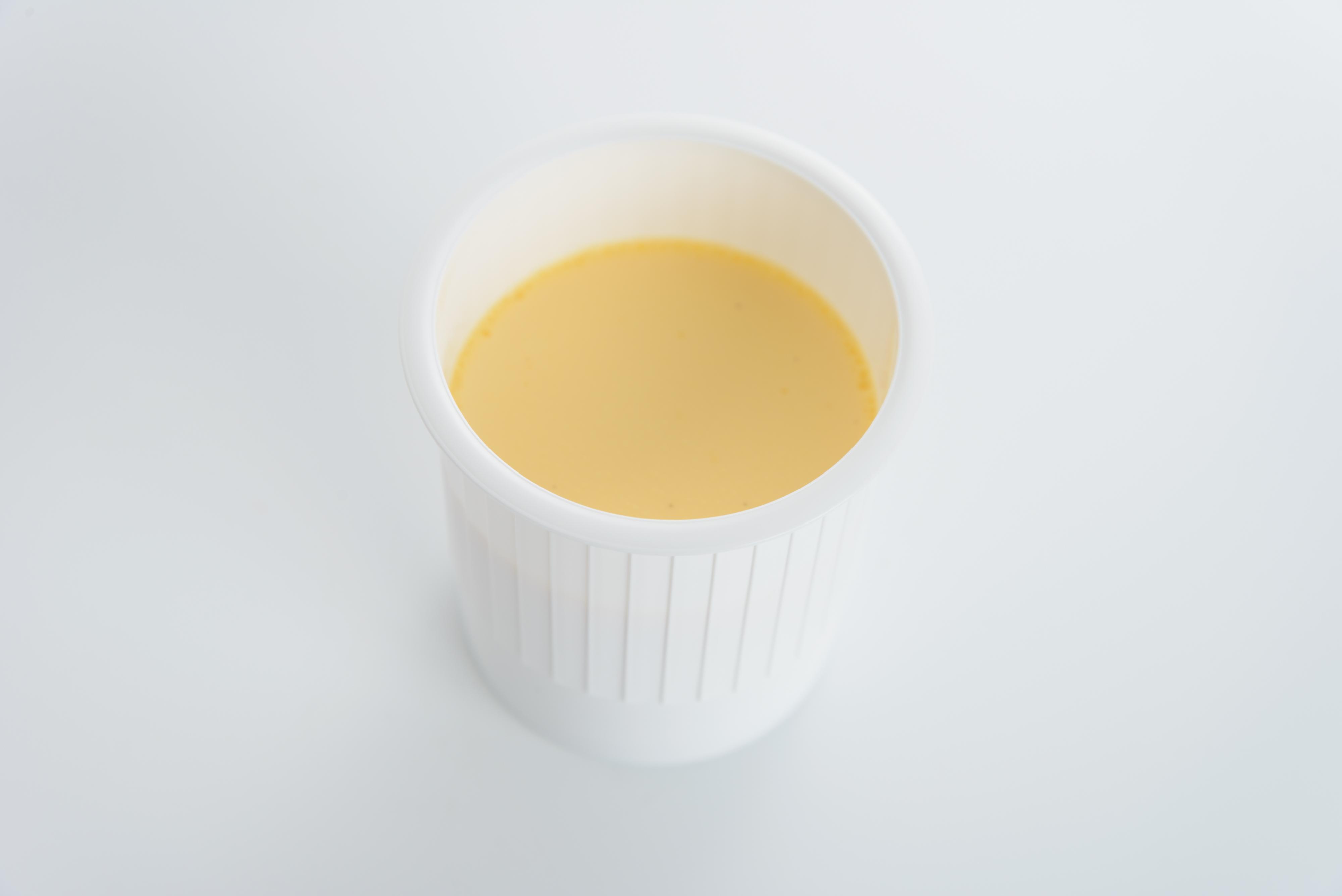 <H1>プリン</H1> 220円/生クリームと卵黄をたっぷり使用したなめらかプリン。 おすすめです。