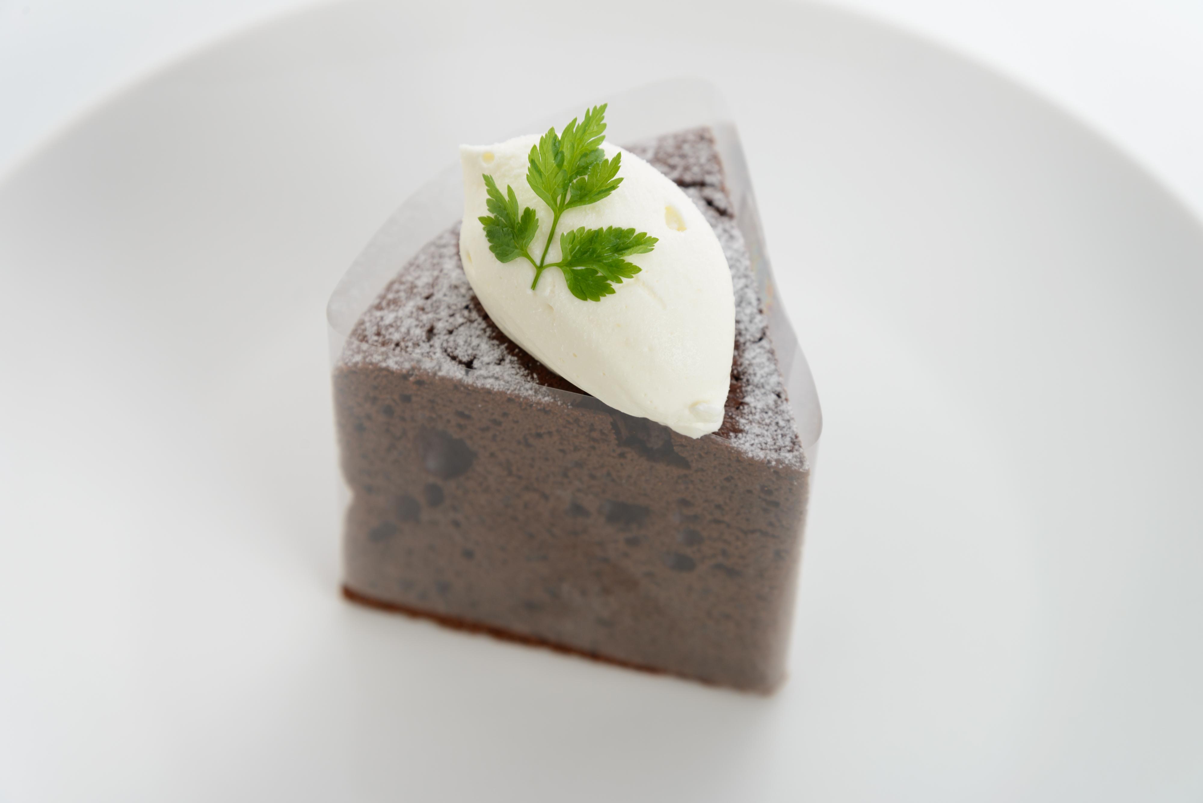 <H1>ガトーショコラ</H1> 350円/チョコレートを焼きこんだケーキ。どっしりとした中に軽さを残し食べやすく仕上げています