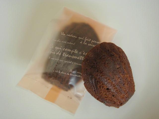 <H1>マドレーヌショコラ</H1> 130円/ちょっぴりほろ苦いココア味のマドレーヌです。